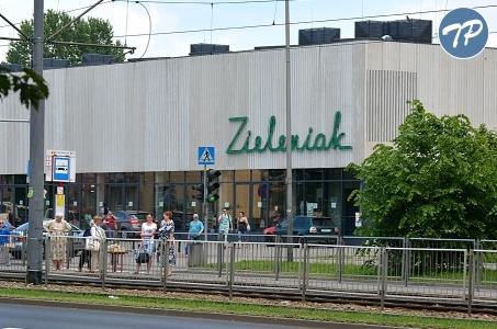 Warszawa. Zieleniak działa już od roku.