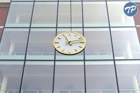 Warszawa-Ochota. W ratuszu  zatrzymano zegar!