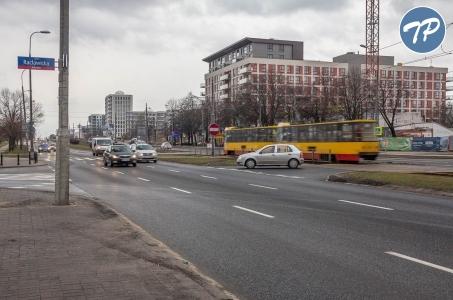 Warszawa. Początek prac na skrzyżowaniu ulic Grójeckiej, Harfowej i Racławickiej.