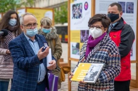 Warszawa. Otwarcie wystawy Schronisko Na Paluchu - 20 lat w Służbie Zwierzętom.