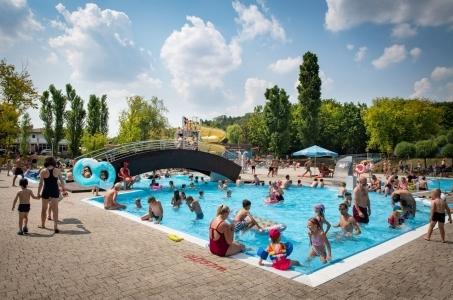 W najbliższy piątek otwacie basenów w parku Szczęsliwickim.